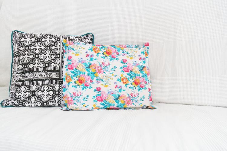 diy mode laptop kissen n hen mit video anleitung. Black Bedroom Furniture Sets. Home Design Ideas