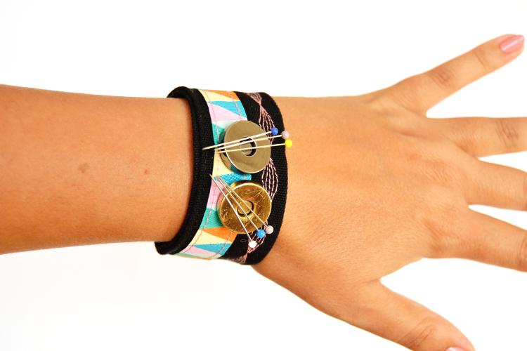 diy mode magnetisches nadelkissen armband n hen. Black Bedroom Furniture Sets. Home Design Ideas