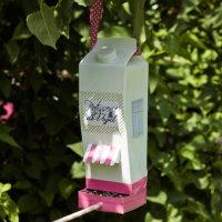 Upcycling DIY Vogelhäuschen aus Milchkarton