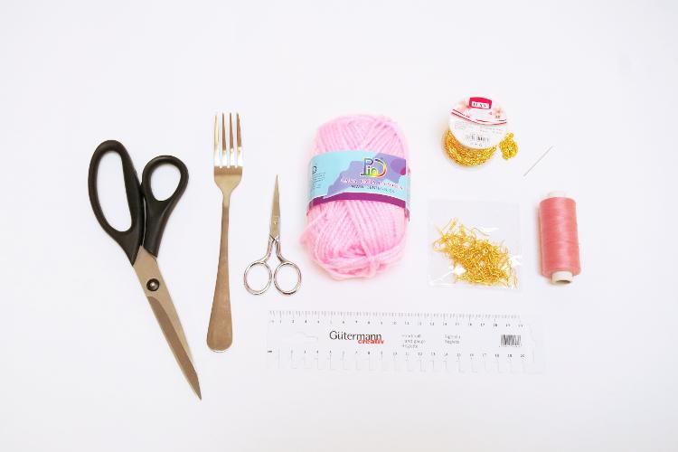 DIY Pom Pom Ohrringe Mini Pompoms selbst machen gabel