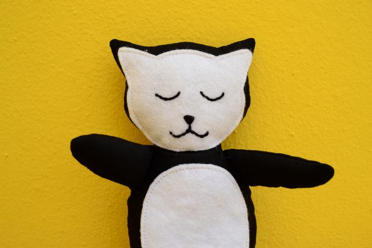 Kuscheltier Katze nähen für kinder anleitung video schnittmuster kostenlos freebie freebook kreativlabor mieze geschenk kleinigkeit idee 2