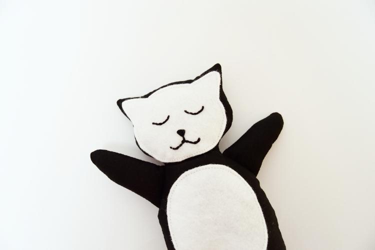 Kuscheltier Katze nähen für kinder anleitung video schnittmuster kostenlos freebie freebook kreativlabor mieze geschenk kleinigkeit idee 5