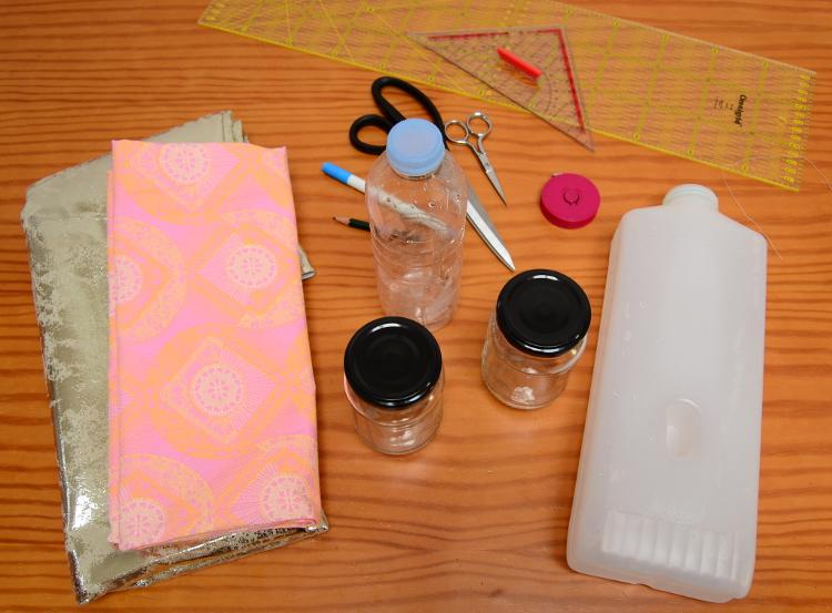 upcycling idee mit stoff nähen plastikflaschen gläser aufpimpen 3