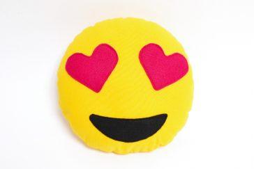Emoji Kissen Herzaugen nähen Vorlage Schnittmuster kostenlos Freebie Download runterladen Smiley selbst selber machen