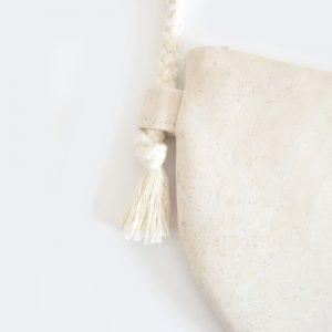 Halbmond Tasche nähen Schnittmuster DIY MODE kleine Handtasche aus Kork selber machen runde Moonbag 5