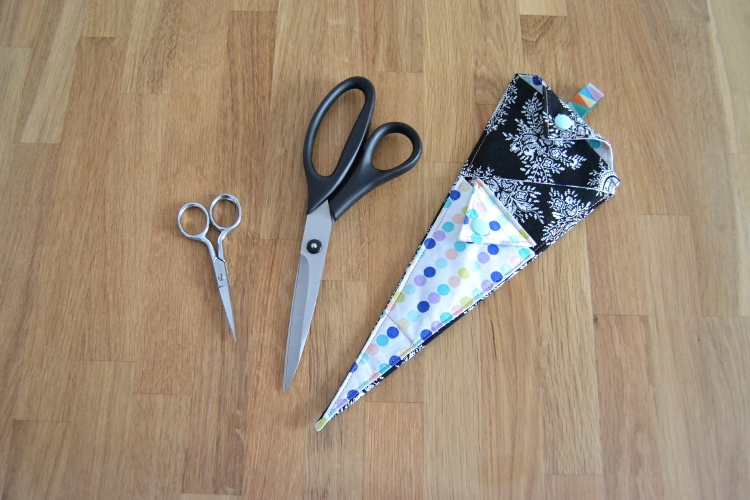 Scherentasche nähen Scherengarage Scherenetui Scherenmöhre selber machen Hülle Etui Tasche für Scheren DIY 5